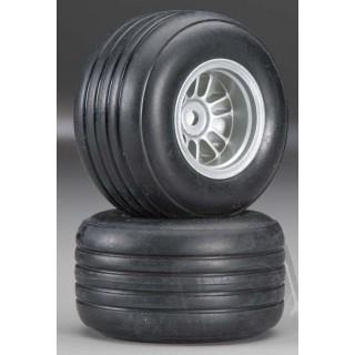 Zadní gumy nalepené, F1